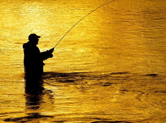 How-to-Hold-a-Fly-Fishing-Rod
